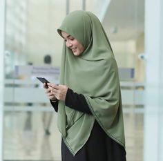 @hijabgaleria Hijabi Girl, Girl Hijab, Islamic Fashion, Muslim Fashion, Simple Hijab, Niqab Fashion, Fashion Drawing Dresses, Hijab Niqab, Casual Hijab Outfit
