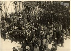 Conducción del cuerpo de Pablo Sarasate, el día 25 de septiembre de 1908,  desde la Casa Consistorial al Cementerio de Pamplona. El paso de la comitiva fúnebre por el actual  Paseo de Sarasate, para dirirgirse al Portal de Taconera, donde se despidiría el duelo. Archivo Municipal de Pamplona
