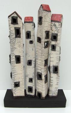 Elly van de Merwe - Afbraakpandjes Clay Houses, Ceramic Houses, Ceramic Clay, Art Houses, Raku Pottery, Pottery Sculpture, Pottery Art, Pottery Houses, Ceramic Workshop
