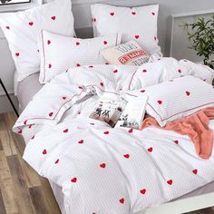 Jessie Romantic Bedding Set - Snooze in this dream bedding set made out of softest cotton. Choose from a range of romantic bedding designs, all made from cotton and with zip closing. Cute Bedding, Dorm Bedding, Comforter, Bed Sets, Duvet Sets, Romantic Bedding Sets, Cute Bed Sheets, Teen Girl Bedding, Small Room Bedroom