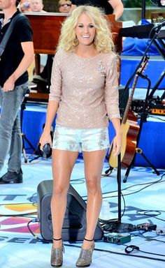 Carrie Underwood shines at a Today show performance!