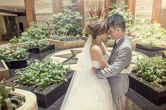 Photo prewedding at lobby hyat bandung