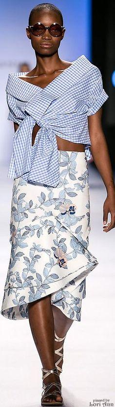 #Farbbberatung #Stilberatung #Farbenreich mit www.farben-reich.com Johanna Ortiz Spring 2016 RTW White Fashion, Look Fashion, Skirt Fashion, Runway Fashion, Fashion Outfits, Womens Fashion, Fashion Trends, Fashion Design, Moda Casual