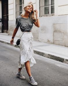 Summer mode on 61 trendy autumn street style outfits for 2019 2020 outfits outfitideas outfitstyle ~ agus momogicars com Look Fashion, Street Fashion, Fashion Clothes, Fashion Outfits, Converse Fashion, Fashion Styles, Fashion Ideas, Dress And Converse, Womens Fashion