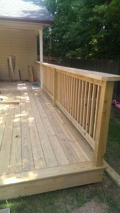 Deck railing isn't just a security feature. It can include a stunning visual to frame a decked location or deck. These 36 deck railing ideas show you how it's done! Wood Deck Railing, Deck Railing Design, Deck Stairs, Deck Railing Ideas Diy, Wood Deck Designs, Deck Framing, Home Porch, Diy Deck, Wooden Decks