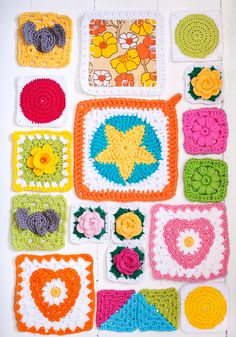 10 granny squares, free crochet patterns in Swedish. Free Crochet, Knit Crochet, Chrochet, Pot Holders, Projects To Try, Crochet Patterns, Kids Rugs, Crafty, Blanket