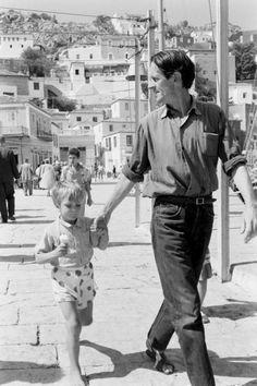 HYDRA - Songs and Tales of Bohemia - James Burke - George Johnston-Leonard Cohen on Hydra. October 1960. Life Magazine.