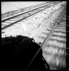 François Kollar, L'ombre sur les rails, 1931 Négatif noir et blanc, support pellicule Donation François Kollar Ministère de la culture (Médiathèque de l'architecture et du patrimoine) diffusion RMN