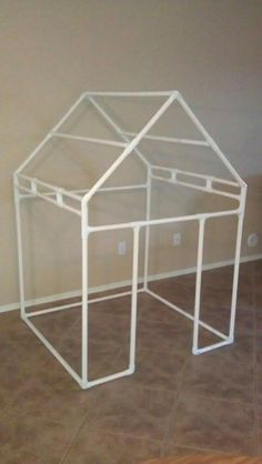 Use PVC pipes to build something fun - Mom Hacks to Make Your Life Easier - Photos Pvc Playhouse, Outdoor Playhouses, Diy For Kids, Crafts For Kids, Pvc Pipe Projects, Build Something, Play Houses, Kids Playing, Kids Room
