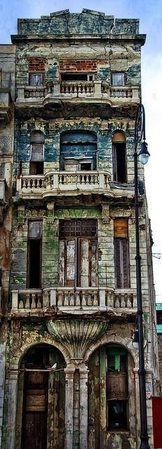 Abandoned building in Havana, Cuba Make it happen with vintage retro home decor abandoned house / mansion Abandoned Buildings, Abandoned Mansions, Old Buildings, Abandoned Places, Colourful Buildings, Haunted Places, Beautiful Buildings, Beautiful Places, Beautiful Ruins