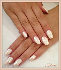 Powder pink nails with shell effect