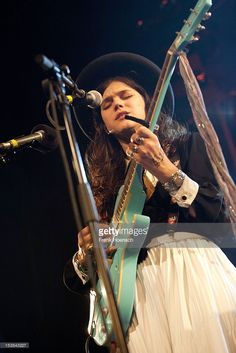 french-singer-soko-performs-live-during-a-concert-at-the-heimathafen-picture-id153843227 (683×1024)