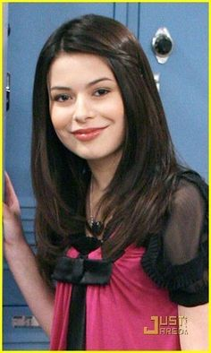 Carly Shay by Miranda Cosgrove, iCarly, 2007-2012