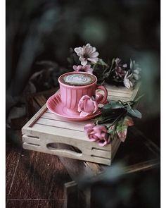 Raindrops and Roses — le-rococo-en-versailles: Chapel of Saint John. Homemade Hot Chocolate, Hot Chocolate Mix, Chocolate Coffee, Coffee And Books, I Love Coffee, Coffee Cafe, Coffee Shop, Tee Kunst, Tout Rose