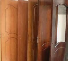 В последно време, все повече хора в магазините ни в град София за интериорни врати, питат каква е разликата във вратите с технически и естествен фурнир