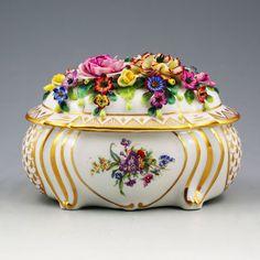 Antique Alfred Sitzendorf Germany hard paste porcelain trinket or jewelry Box