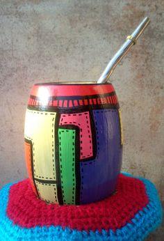 Risultati immagini per mates pintados Paper Mache Bowls, Yerba Mate, Arts And Crafts, Diy Crafts, Pebble Painting, Terracotta Pots, Ceramic Pottery, Flower Pots, Decoupage