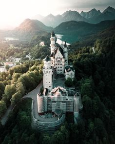 Today, we come up with a list of the most beautiful villages of Europe. Europe is undoubtedly the home to the world's most attractive villages. From the Bled to the Bibury, below is the list Best Vacation Destinations, Europe Destinations, Slytherin Aesthetic, France Photos, Beautiful Castles, Travel Abroad, Tower Bridge, Night Life, Beautiful Pictures
