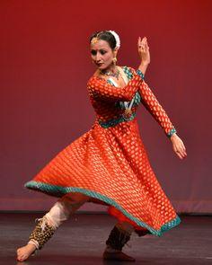 Kathak, a popular Indian dance among Sri Lankans Folk Dance, Dance Art, Kathak Costume, Dance Outfits, Girl Outfits, Kathak Dance, Indian Classical Dance, Dance Paintings, Dance