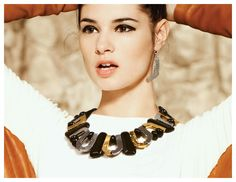 Collier/Necklace: WARAMA-F | Boucles d'oreilles/Earrings: FANUI 11