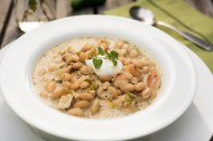 Slow Cooker Chicken White Bean Chili  --  easy peasy recipe that can also be made on the stove top.