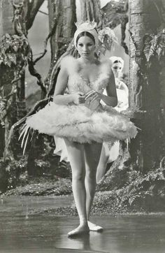 """I loved this funny yet sad movie """"Funny Girl"""". Barbara Streisand in Funny Girl, playing Fanny Bryce. This scene is hilarious! Sad Movies, I Movie, Movie Stars, Barbra Streisand, Ballet, Movie Costumes, Hello Gorgeous, Classic Movies, American Singers"""