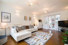 SarahKay's huis in Guiseley, United Kingdom. Kijk binnen voor meer inspirerende interieurs op MADE.COM/nl/Unboxed.
