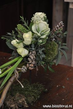 Winter floral arrangement - Workshop | Floral Blog | | www.bissfloral.nl