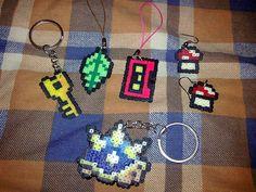 Nuevos accesorios hechos con hama beads.    Mayores informaciones de venta, enviar un Flickrcorreo o un mail a colectivoaja@yahoo.es y responderemos a la brevedad.     accesorios  carros