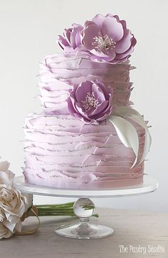 Hochzeitstorte Inspiration - The Pastry Studio # . - The Wedding - Cake-Kuchen-Gateau Beautiful Wedding Cakes, Gorgeous Cakes, Pretty Cakes, Amazing Cakes, Bolo Floral, Floral Cake, Pastel Floral, Purple Cakes, Wedding Cake Inspiration
