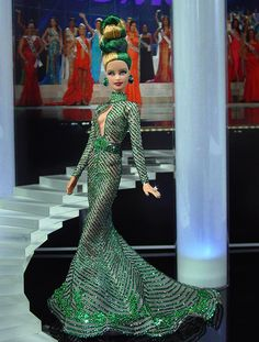 Fun hair to represent good old Ireland. I am also 1/8 Irish. Ninimomo Miss Ireland 2011 ooak barbie