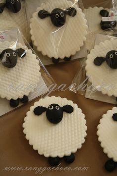 Ranggachoco: Shaun The Sheep Cookies, Birthday Cake and Cupcakes