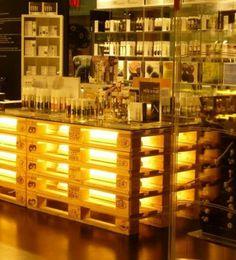 mebelipaletiの木製パレットで作ったライトアップされるカウンターテーブル