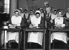 nursing students at desks Funny Nurse Quotes, Nurse Humor, Nursing Memes, Funny Nursing, Nursing Quotes, The Nightingale Book, Radiology Humor, Nursing Information, Nursing Students