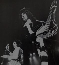 Freddie Mercury and Brian May - Queen, 1976