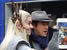 Another angle of the #LeePace #elfie! That face! #GiantGoofball
