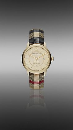 The Classic Round 40MM watch from Burberry in Heritage Honey - 40mm yellow gold-coloured stainless steel case.  Honey sunray dial with twill texture with polished hands.  Anti-reflective scratch and shock-resistant sapphire crystal.  Swiss Made Quartz movement.  Discover more accessories at Burberry.com