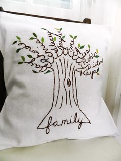 Personalized family tree pillow cover (would be cute in an embroidery hoop too) Sewing Crafts, Sewing Projects, Craft Projects, Craft Ideas, Diy Ideas, Parent Gifts, Gifts For Mom, Christmas Gifts For Parents, Craft Gifts