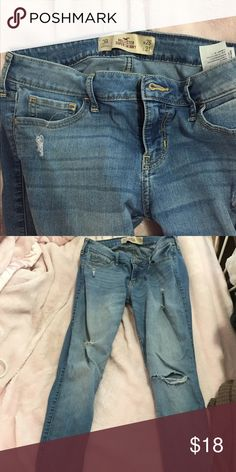 HOLLISTER SUPER SKINNY LIGHT WASHED RIPPED JEANS worn a few times, but in great condition! RIPPED JEANS AND LIGHT WASHED!! super cute and comfy but do not fit me anymore! 3R, w26, and L31 Hollister Jeans Skinny