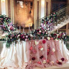 チュール高砂のメインテーブルに「花びら」を付けるアイデア   marry[マリー]