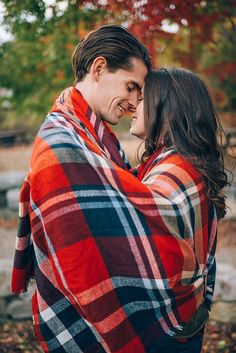 Cozy autumn engagement photo with a blanket scarf by Cambria Grace