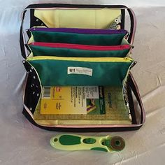 Quiltessa: Patchwork palette: Small sewing bag with suspended pockets. Tutorial now on Craftsy