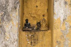 Temple details, little bouddha, Mae Sariang, Thailand | Photo blog Poème Photographique, Laura Lee Moreau