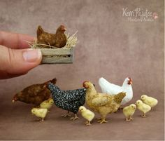 Gallinas en miniatura hechas con porcelana fría