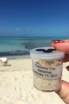 These DIY Sand Collecting Kits are perfect for kids, Fish Extender gifts, and they make great little beach party gifts too.