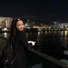 Image about black in ᴮᴸᴬᶜᴷᴾᴵᴺᴷ ᴬᴱˢᵀᴴᴱᵀᴵᶜ by sᴇᴇ ᴜ ʟᴀᴛᴇʀ ᴍᴀʏʙᴇ ɴᴇᴠᴇʀ Ulzzang, Bae, Lisa, Hijab Chic, Jennie Blackpink, White Aesthetic, Korean Celebrities, European Fashion, K Idols