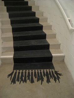 DIY: stairs with painted carpet