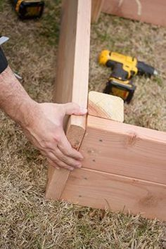 garden boxes raised how to build / garden boxes ; garden boxes raised how to build ; garden boxes along fence Building A Raised Garden, Raised Garden Beds, Raised Beds, Raised Patio, Potager Palettes, Raised Flower Beds, Smart Garden, Garden Planters, Box Garden