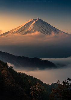 Sunrise at Mt. Fuji | Japan (by Kwanchai Khammuean)