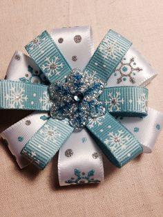 Handmade Winter Snowflake Hair Bow - Boutique - Girls Hair Bow Clip - have to make for Raygen and Addy, maybe for me and tina too Ribbon Hair Bows, Diy Hair Bows, Diy Bow, Bow Hair Clips, Bow Clip, Barrettes, Hairbows, Hair Bow Tutorial, Christmas Bows
